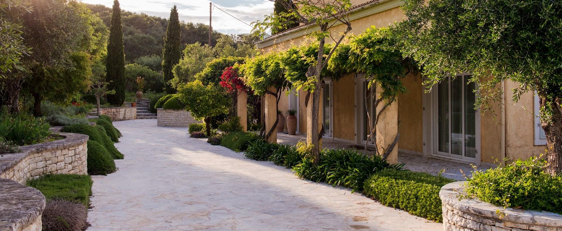 pretty-corfu-family-villa