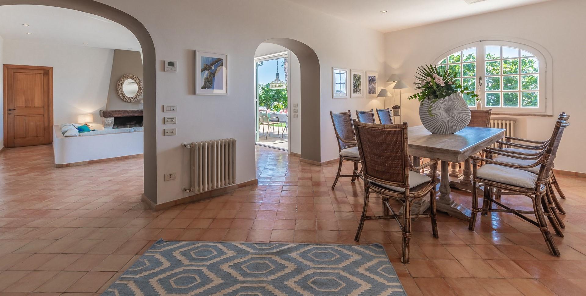 villa-vista-giglio-dining-room