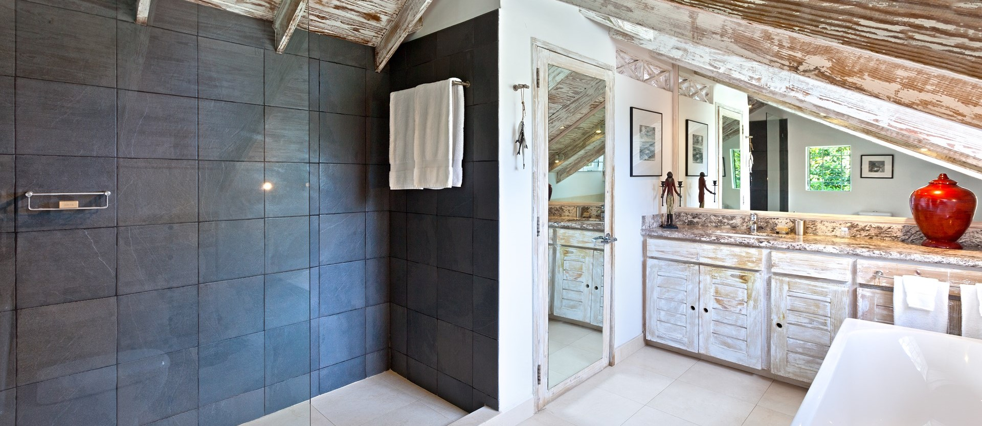easy-reach-villa-barbados-master-bathroo