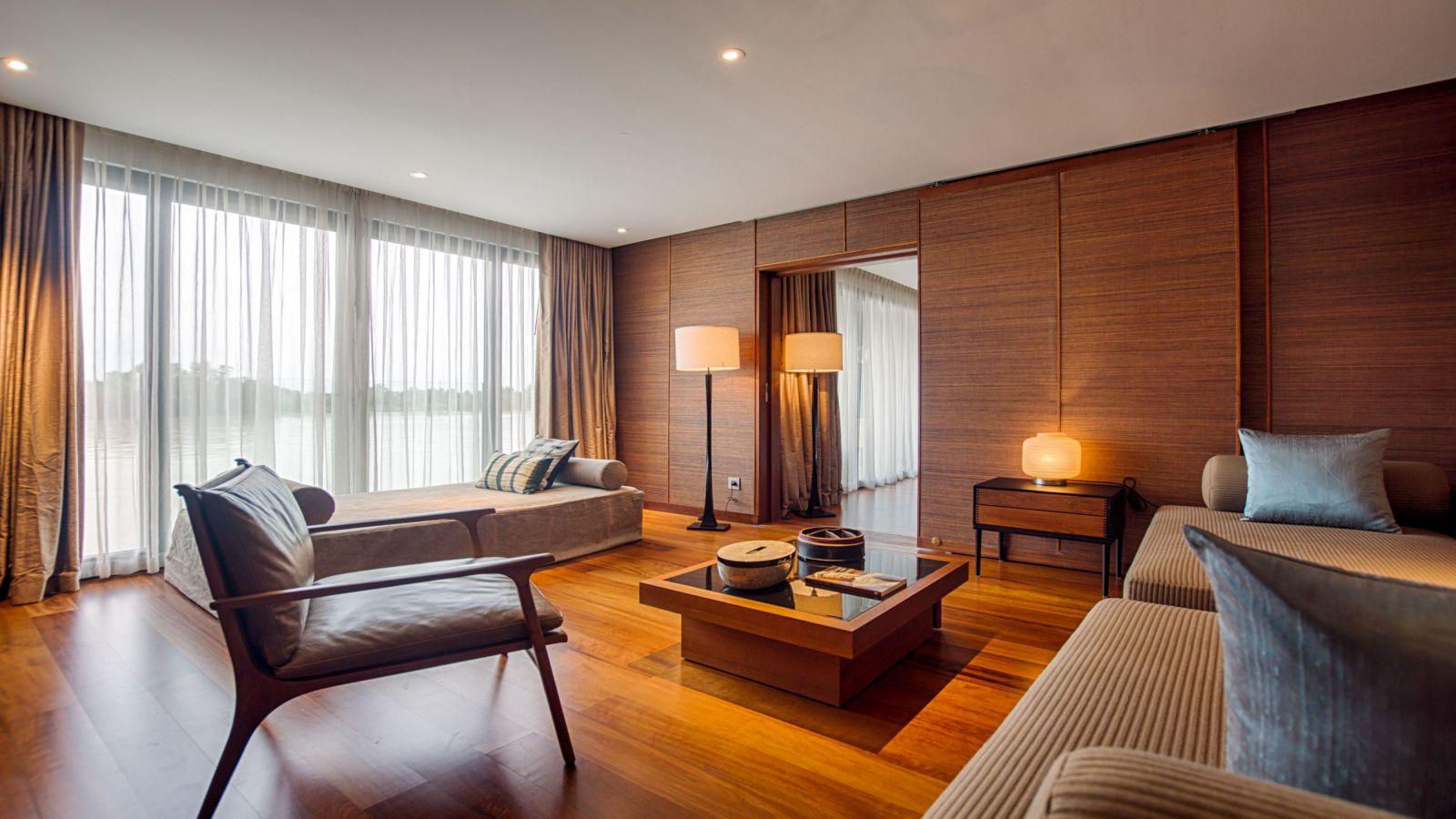 Aqua-Mekong-luxury-suite
