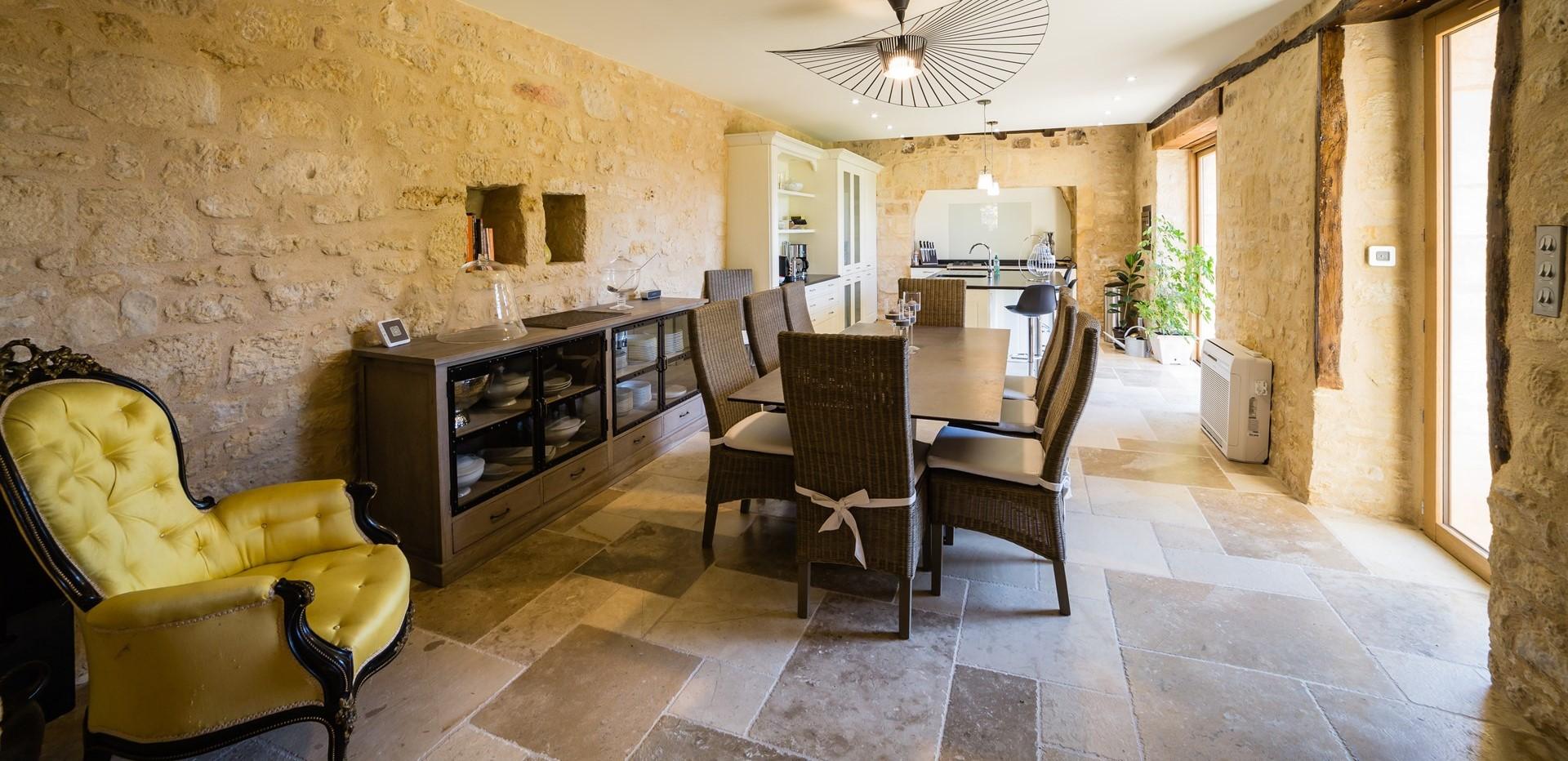 villa-le-village-kitchen-dining