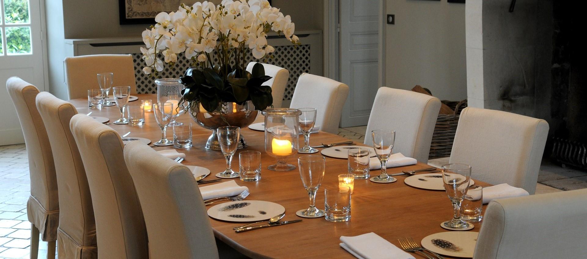 villa-domaine-de-bagatelle-dining-room
