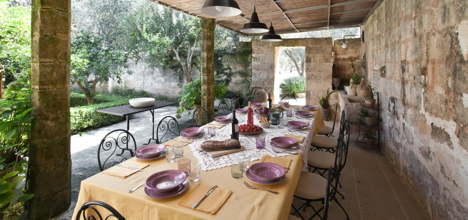 villa-le-more-puglia-garden-courtyard