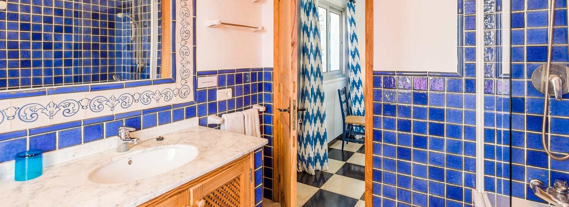 villa-mar-azul-ensuite-bathroom-1