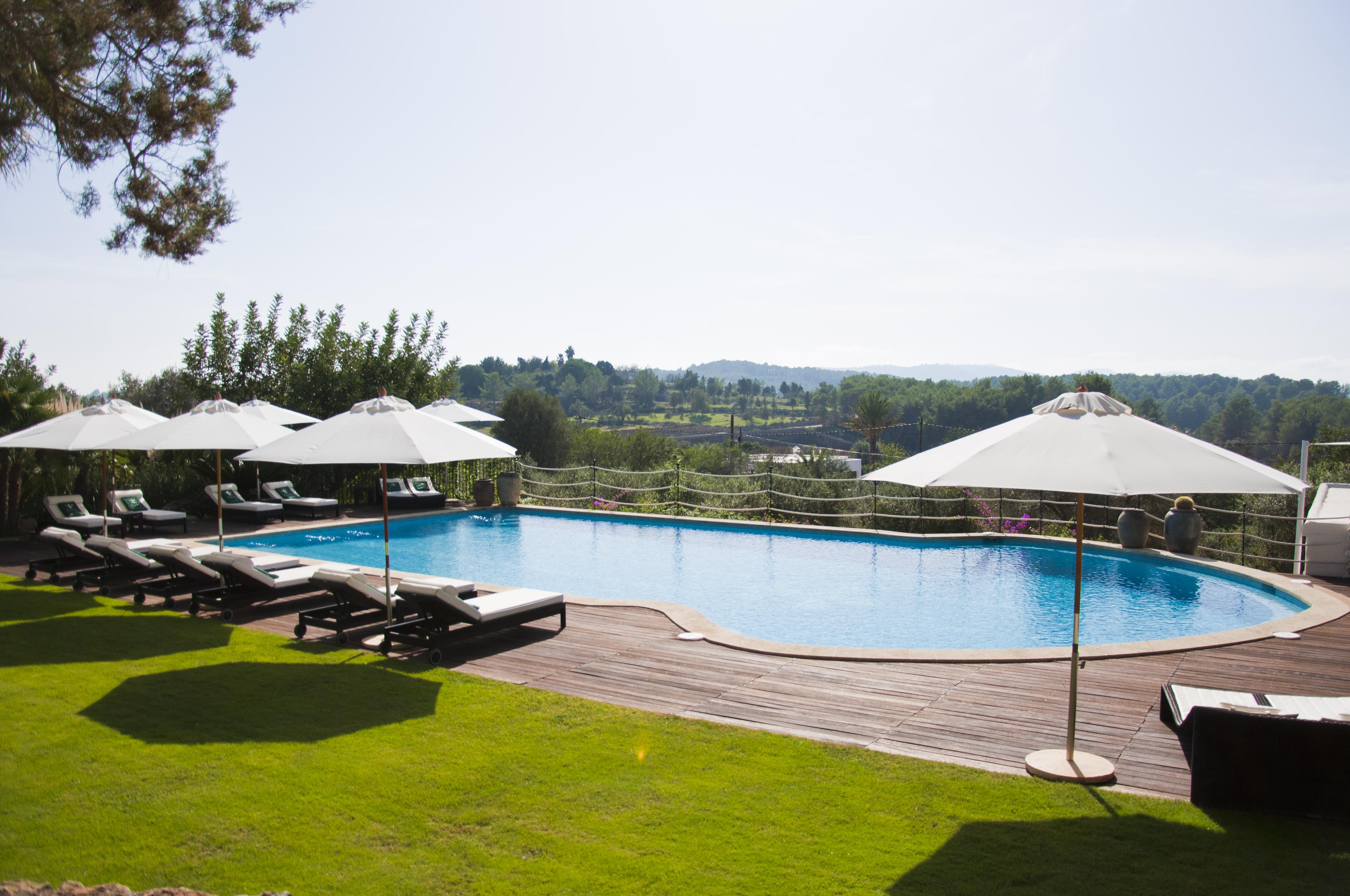 cas-gasi-ibiza-pool