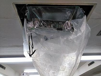 事務所空調機器 クリーニング作業