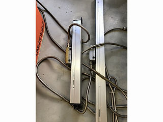 汎用フライス盤 リニアスケール交換作業