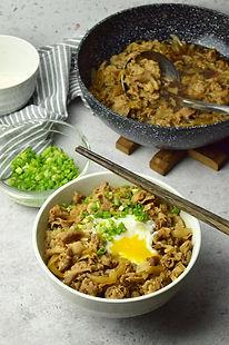 yoshinoya-beef-bowl-4.jpg