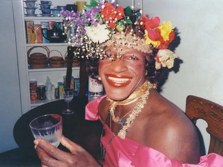 A vida (e a morte) de Marsha P. Johnson e o protagonismo questionado