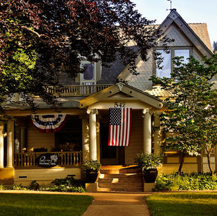 Quincy Feather Bed Inn exterior 4th of July