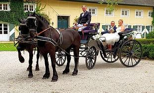 Hochzeitskutsche vor Lokation