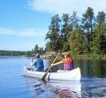 Canoe tour from lake to lake