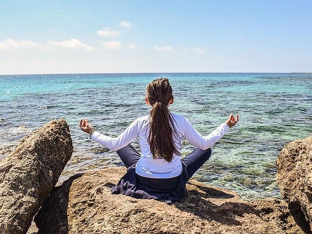 girl-meditation-ocean_640.jpg