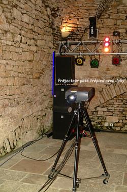 Projecteur posé tripod avec dolly