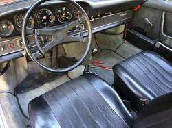 911 2.2E interior