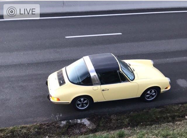 911 Targa yellow top view