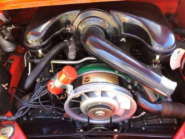 911 2.2E engine bay