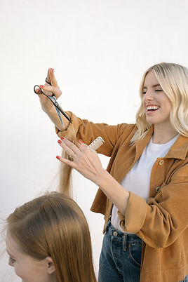 Heather VanHuss, Hermosa Beach Hair Stylist, YS Park combs, Mizutani Scissors, blonde girl