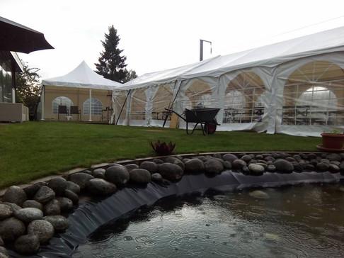 Installation de tonnelles pour un mariage