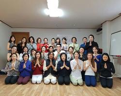 부산에서 함께 수련하는 모든 선생님들께서 감사드립니다. Thanks to all Yoga Aspirants from Bhusan