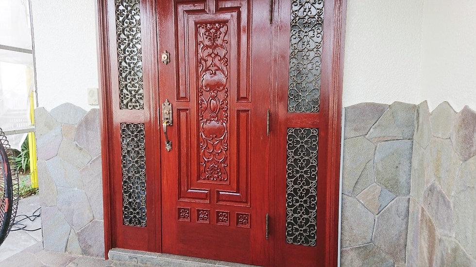 こだわりの木扉塗装