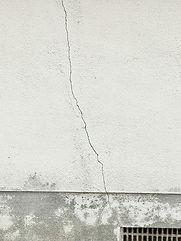 壁ヒビ.jpg