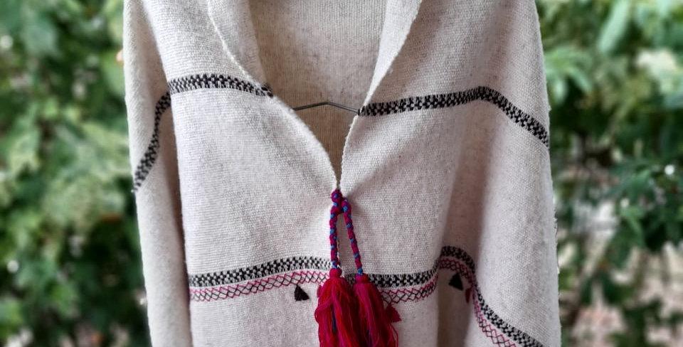 Capa de lana hecho en telar de cintura