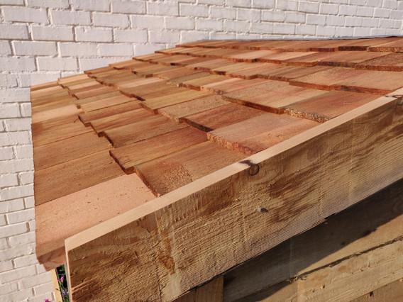 Ceder dakpannen op speelhuisje