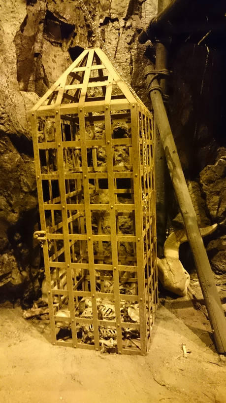 Grendl's Cave (4).JPG