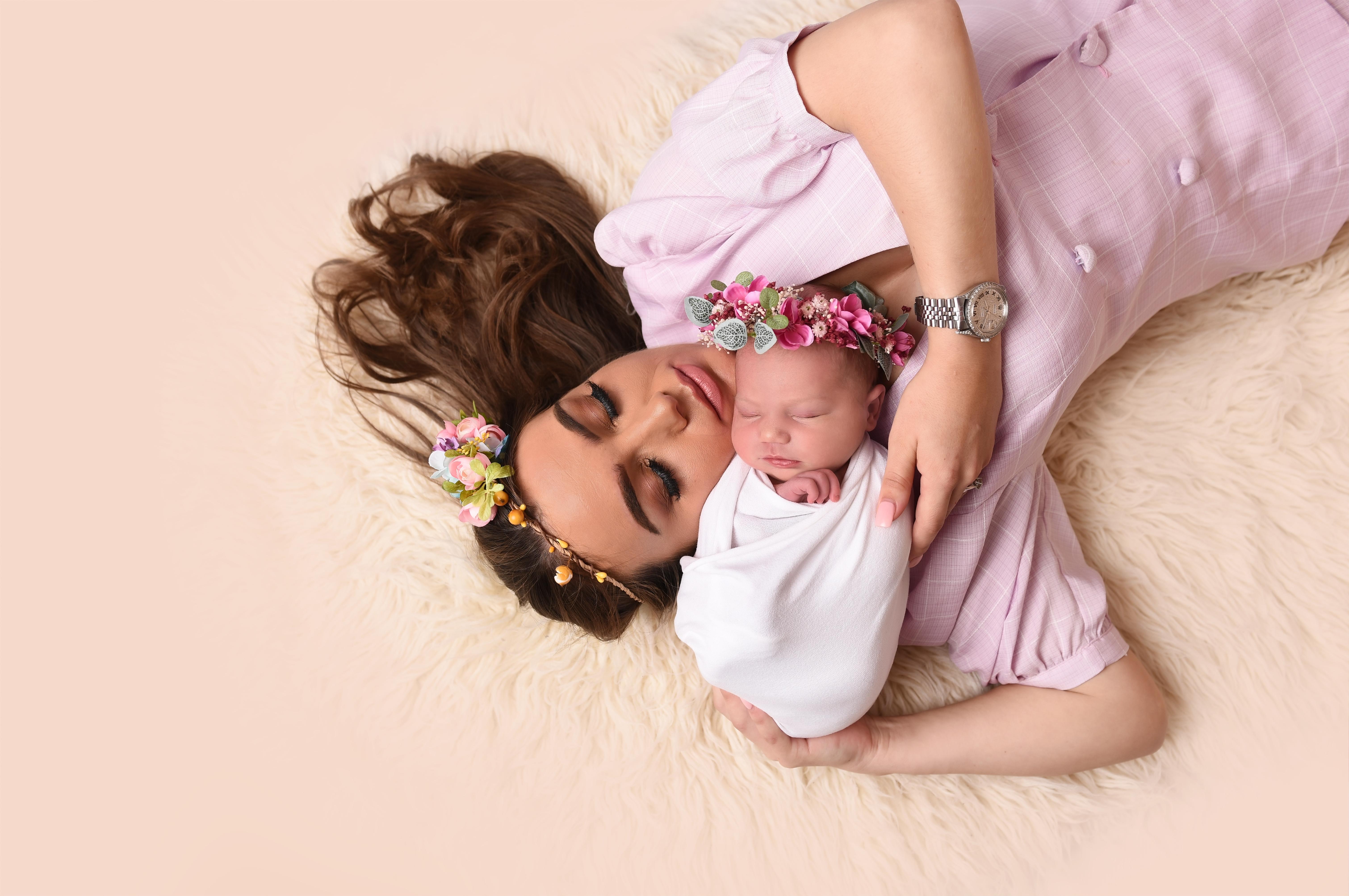 Newborn photographer newport