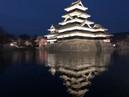 Matsumoto Castle טירת מצומוטו מוארת בלילה