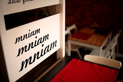 logotyp mniam