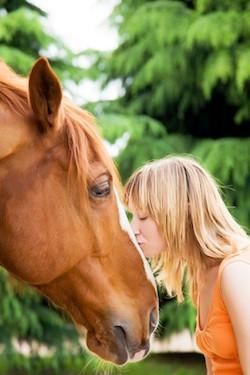 lady kiss horse250.jpg