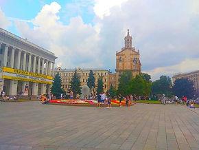 Майдан з видом на консерваторію.jpg