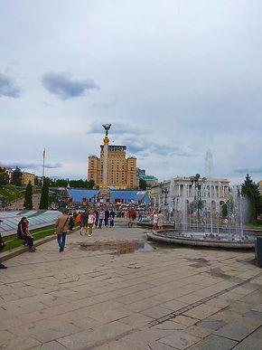 Майдан. Монумент і готель Україна.jpg