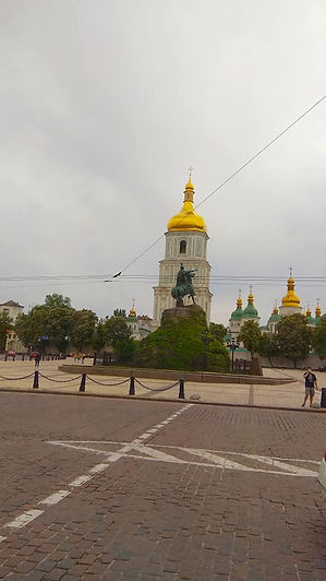 Пам'ятник Хмельницькому і Софія.jpg