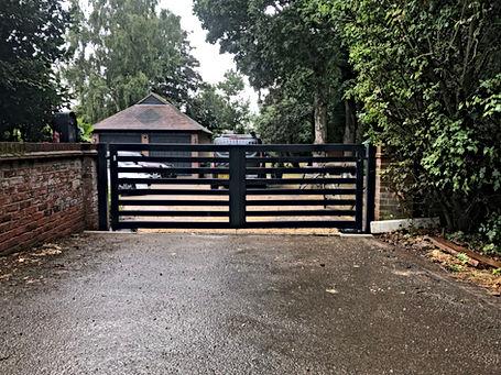 Modern swing gate, Chelmsfordd