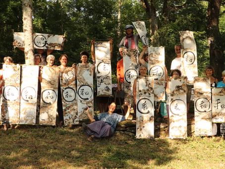 Nos stages d'été : 26 & 27 juin Qigong et Calligraphie japonaise. Du 5 au 9 juillet : Qigong & Chant