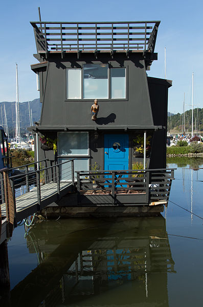 Hausboote und Mobilheime