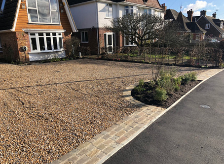 Gravel Driveway with Stunning Paved Details