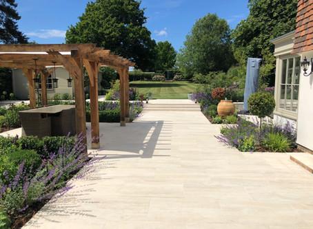 An Impressive Classic             Contemporary Garden