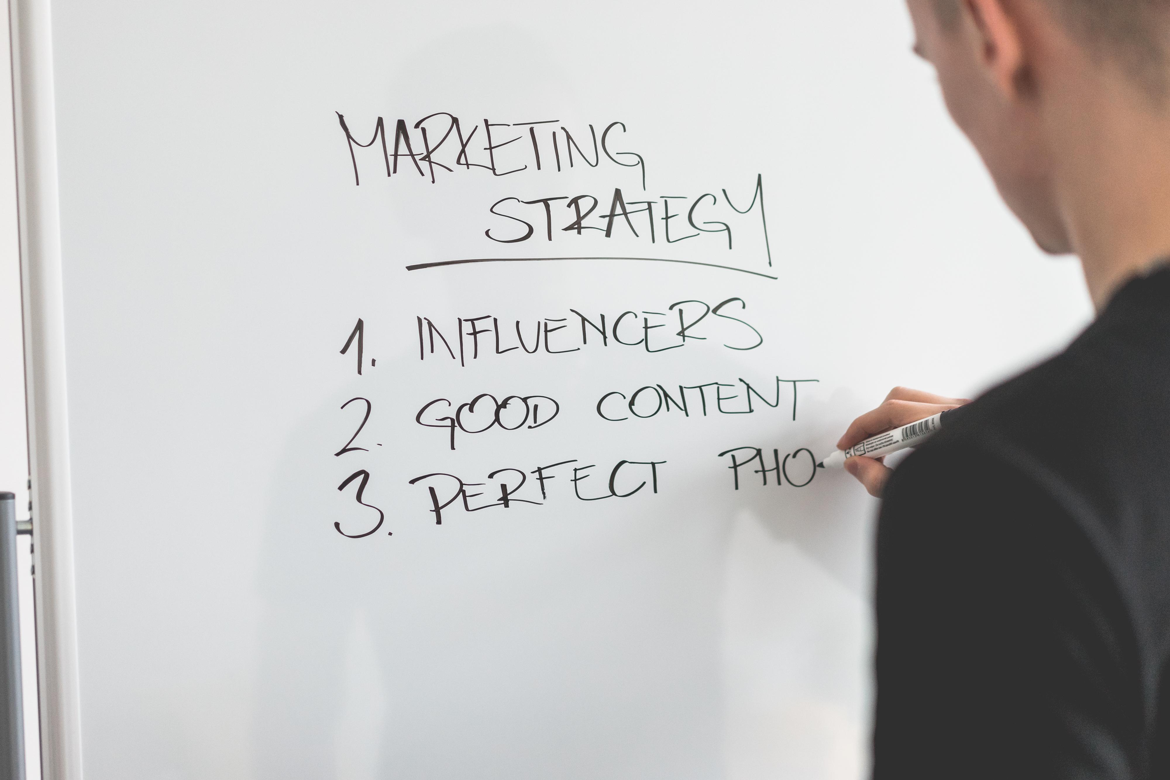 marketing-expert-writing-new-marketing-s