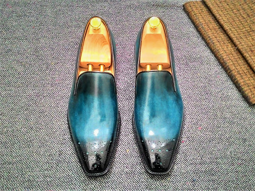 Medallion Wholecut Loafer LF48