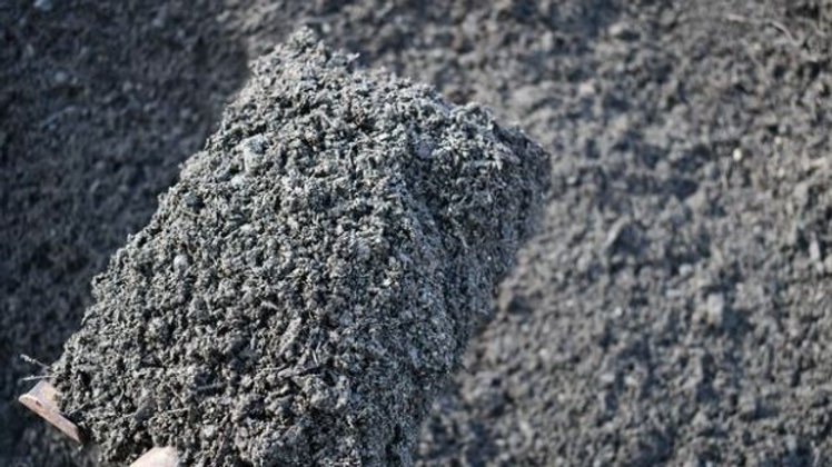 Garden Mix Topsoil from DeJongs (1 wheelbarrow)