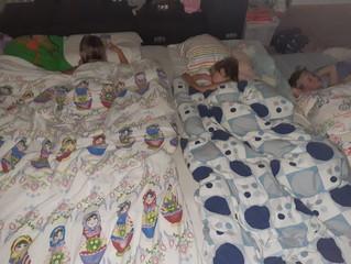 Slaap jij met die 3 kinderen in 1 bed?