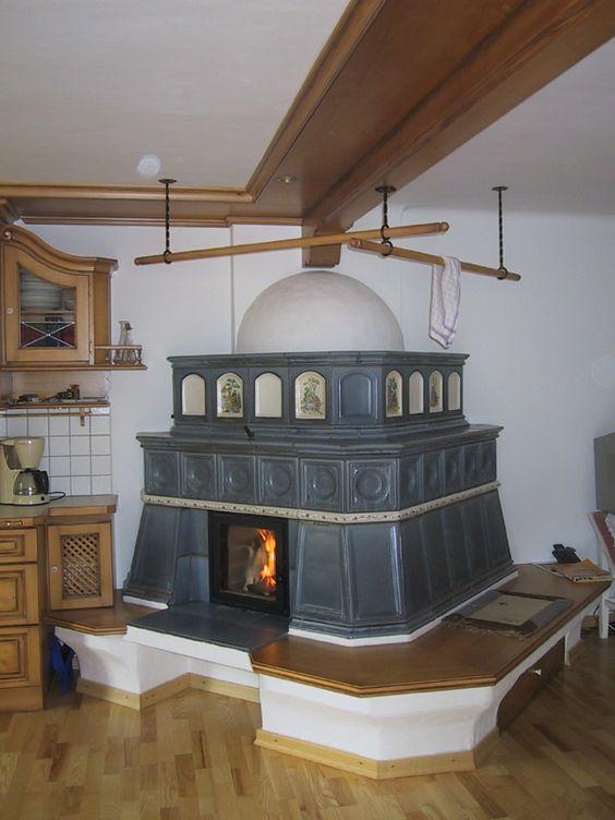 tradičná kachľová pec s veľkým sedením