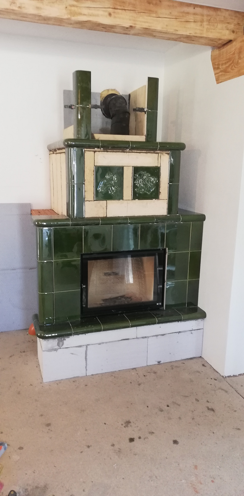 tradicna kachlova pec, stavba kachloveh pece, zelena pec