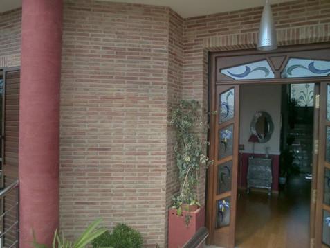 fachada-ladrillo-visto-barro.JPG