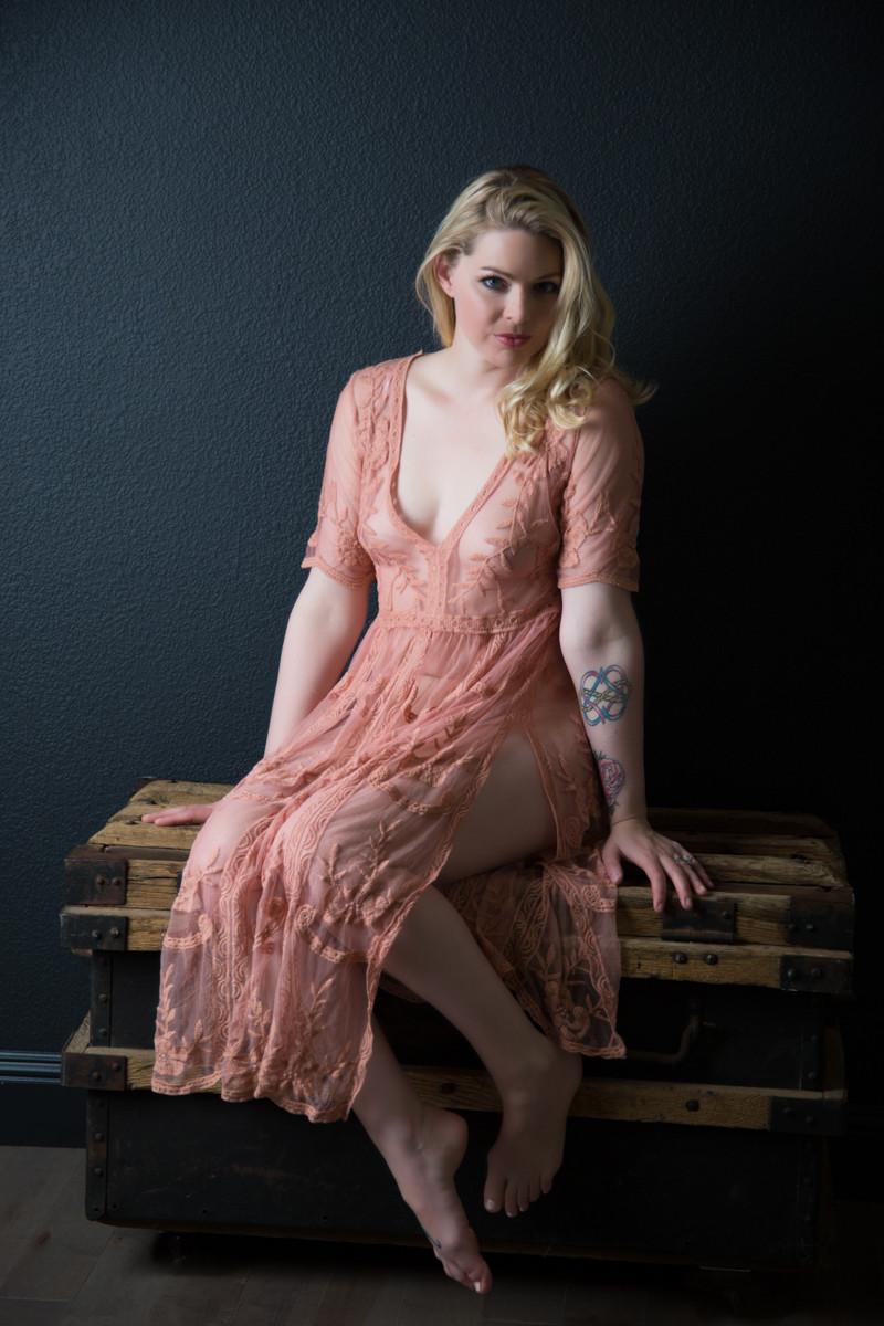 boudoir model, studior boudoir santa cruz, lace dress