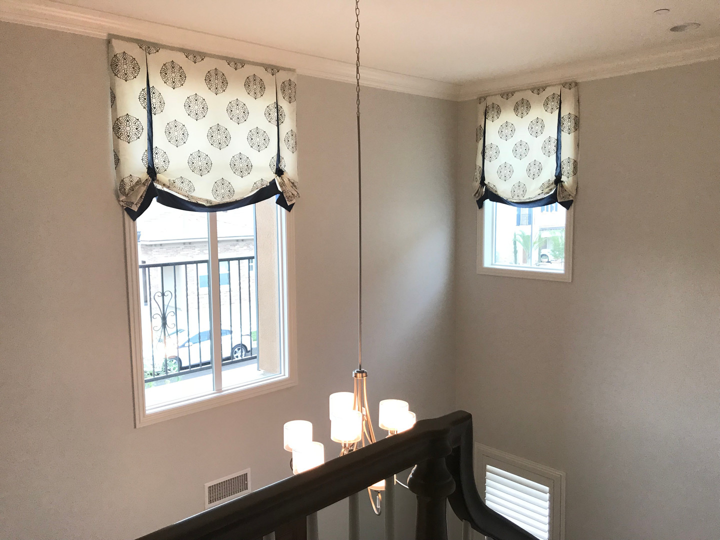 VALANCE Contrast Pleat London - Two Stor